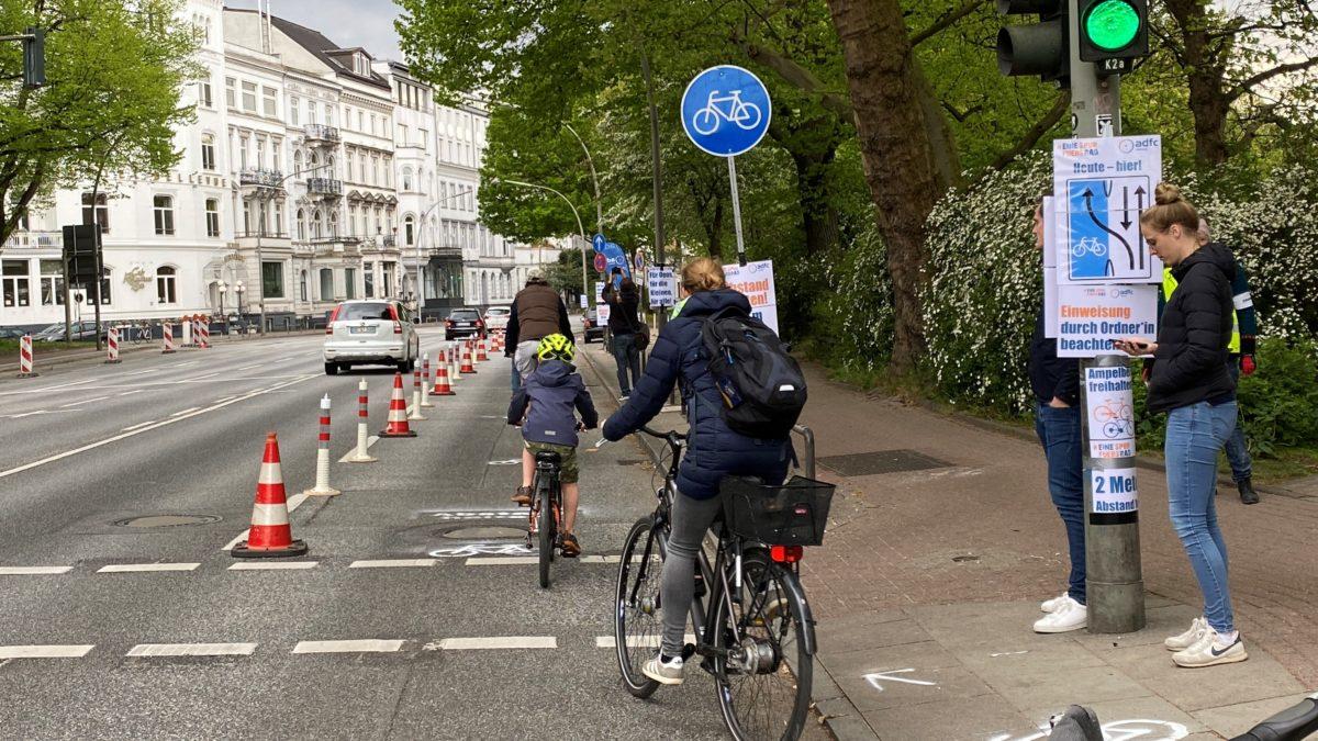 Pop-up-bike-lanes: Fahrrad- statt Autospur auch für Hamburg!